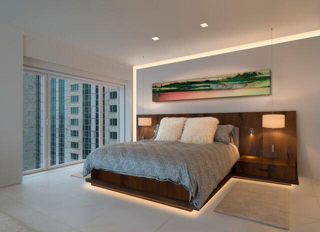 Используйте люминесцентные лампы для подсветки дверных рам шкафа.