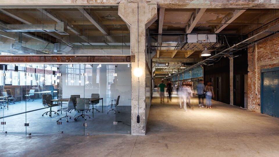 Заброшенный завод превратился в современное творческое пространство