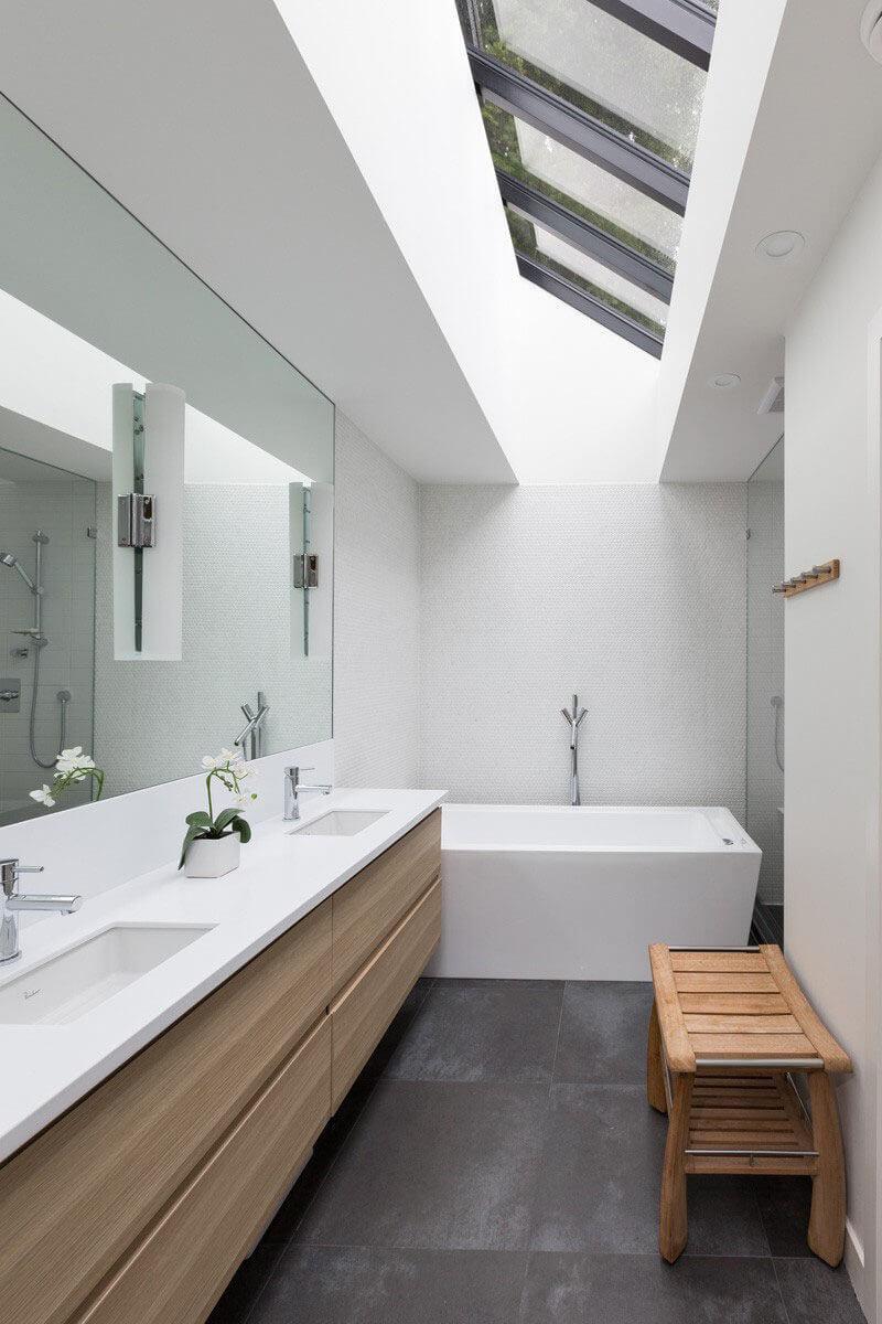Зеркало - это часть светодизайна и общего концепта декорирования.