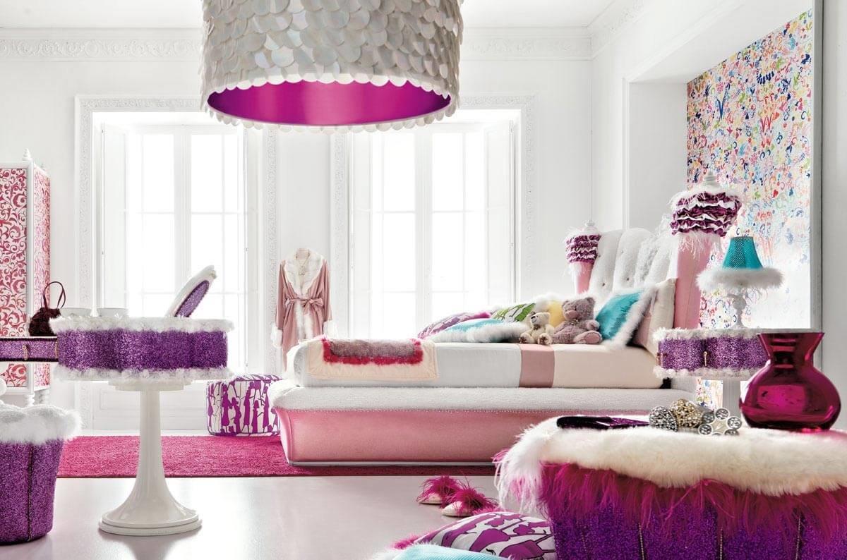 Цветовой спектр пин-ап отражает настроение стиля: воздушность, легкость и кокетство.