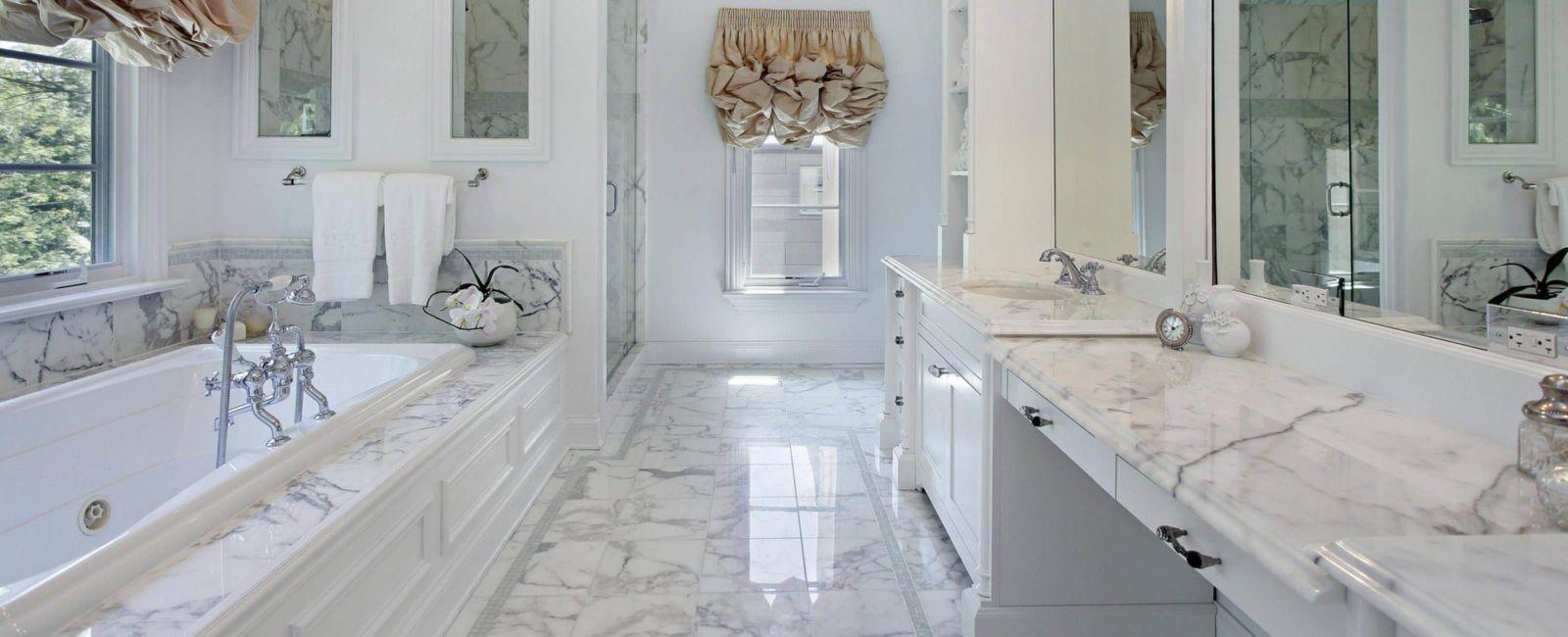 Мрамор –– это стильная, беспроигрышная классика для ванной комнаты.