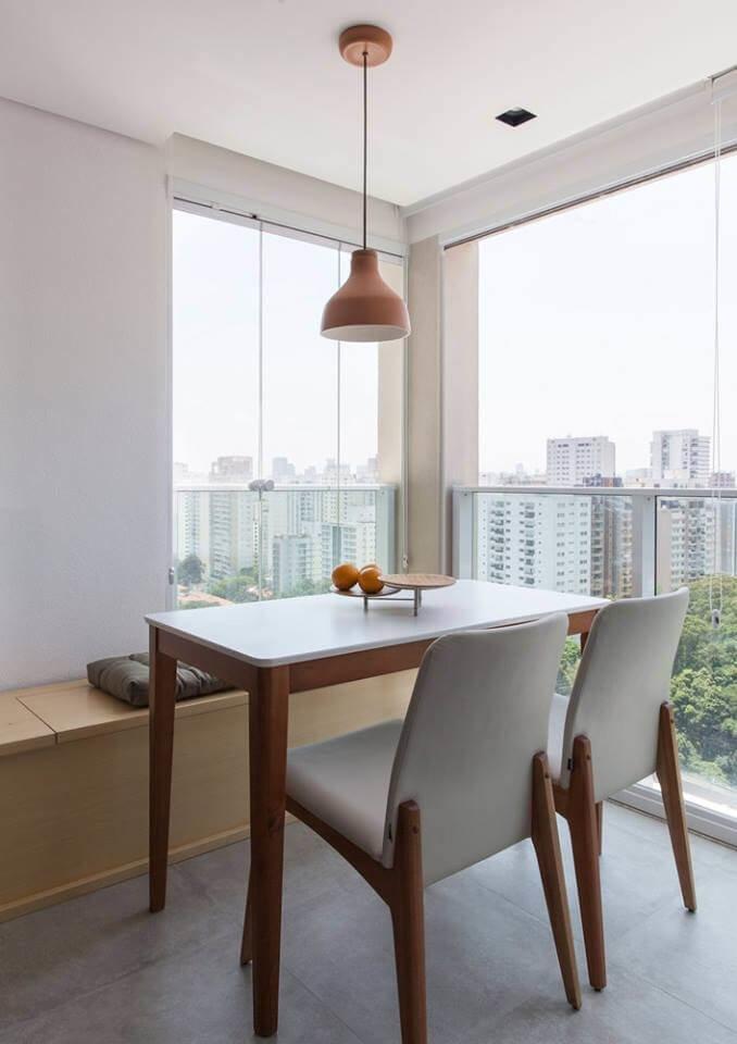 Благодаря продуманному решению за обеденным столом может размеситься небольшая компания людей