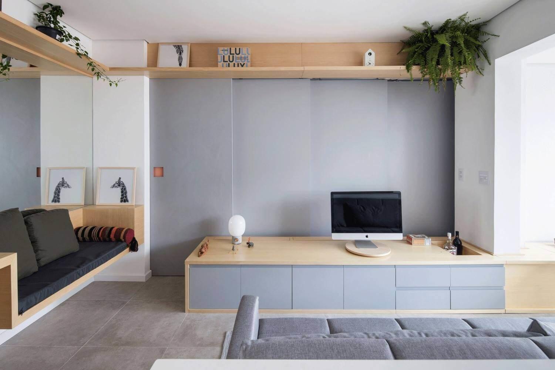 Мебель, сделанная по индивидуальному заказу, выполняет сразу несколько функций: стола, дополнительного места для сидения и ниши для хранения вещей