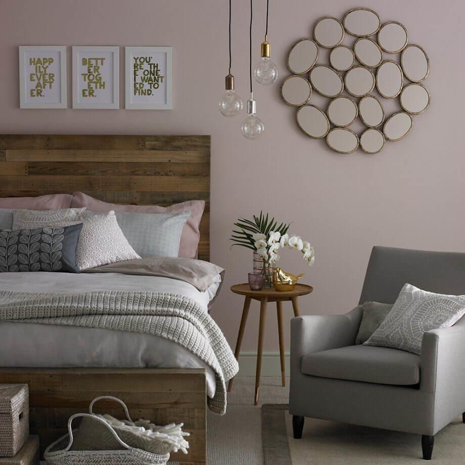 Розовый цвет может стать отличным решением для фона и фасадных покрытий.