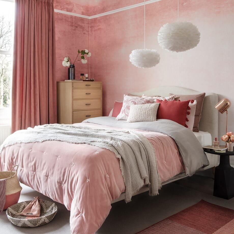 Самое оригинальное и нетривиальное цветового сочетание - это розовый в комбинации с терракотовым.