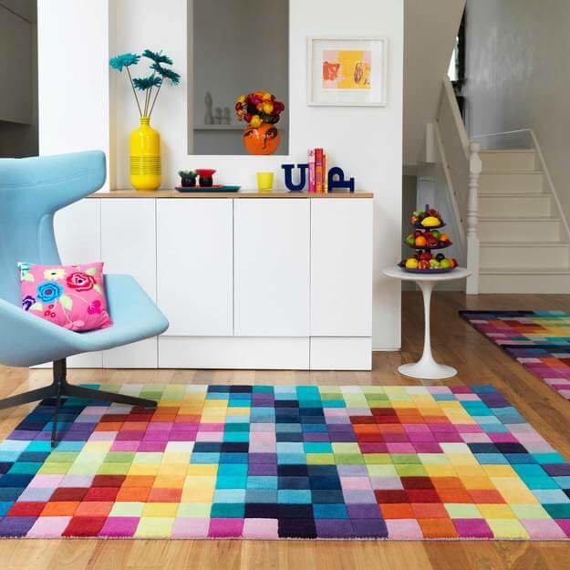 Стиль предполагает господство цвета над формой, поэтому интерьер в стиле супрематизм стоит оформить с применением ярких оттенков.