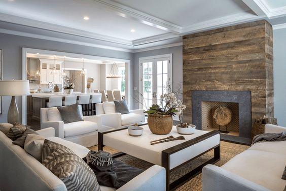Переработанная древесина станет стильной основой для уютного камина.