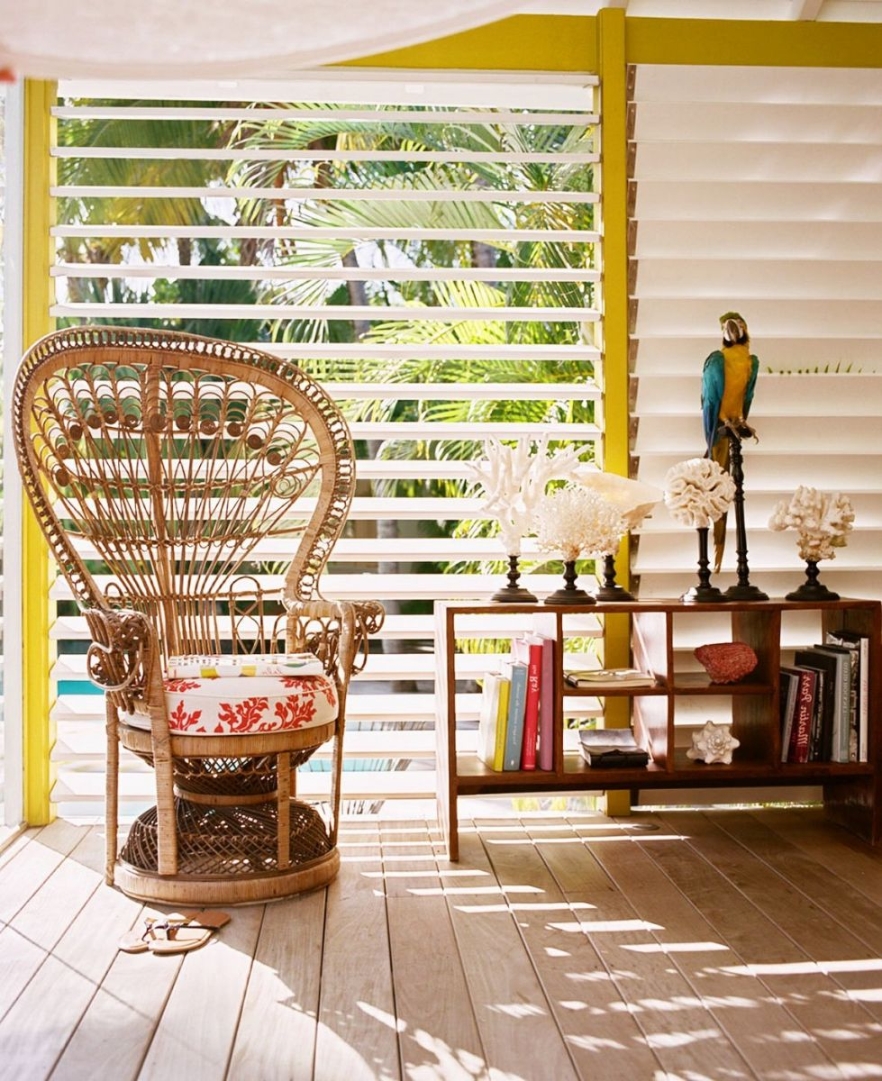 Внешний вид мебели определен происхождением тропического стиля