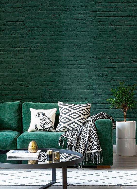 Кирпичная стена в цвете Night Watch добавит изюминку и наполнит пространство творческой атмосферой.