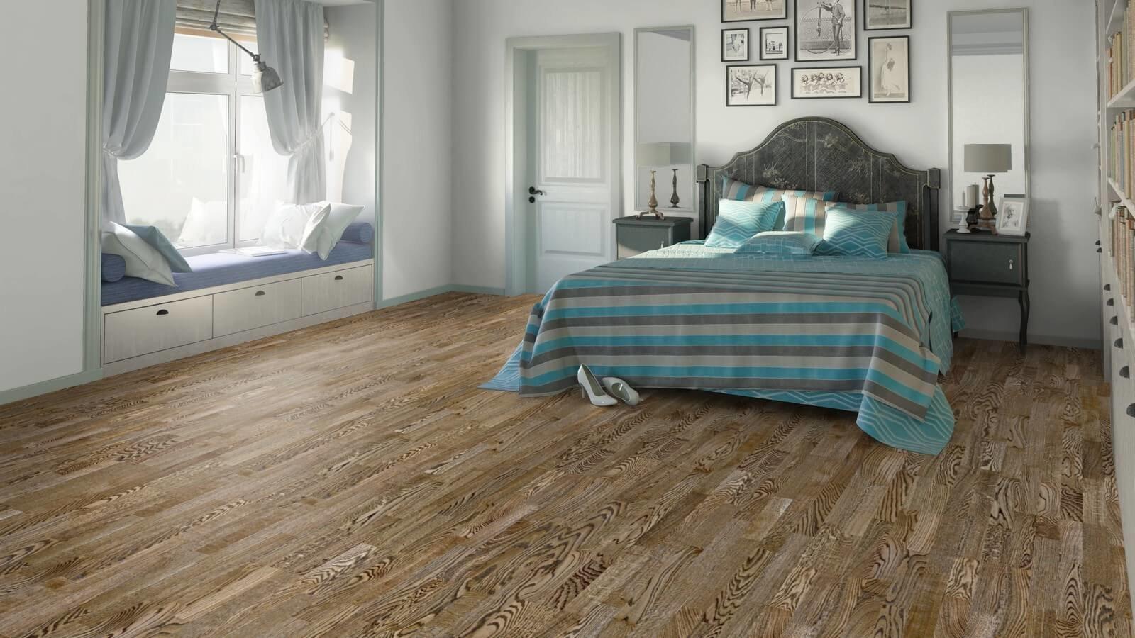 Для напольного покрытия в винтажной стилистике выбираю качественную и необработанную древесину.