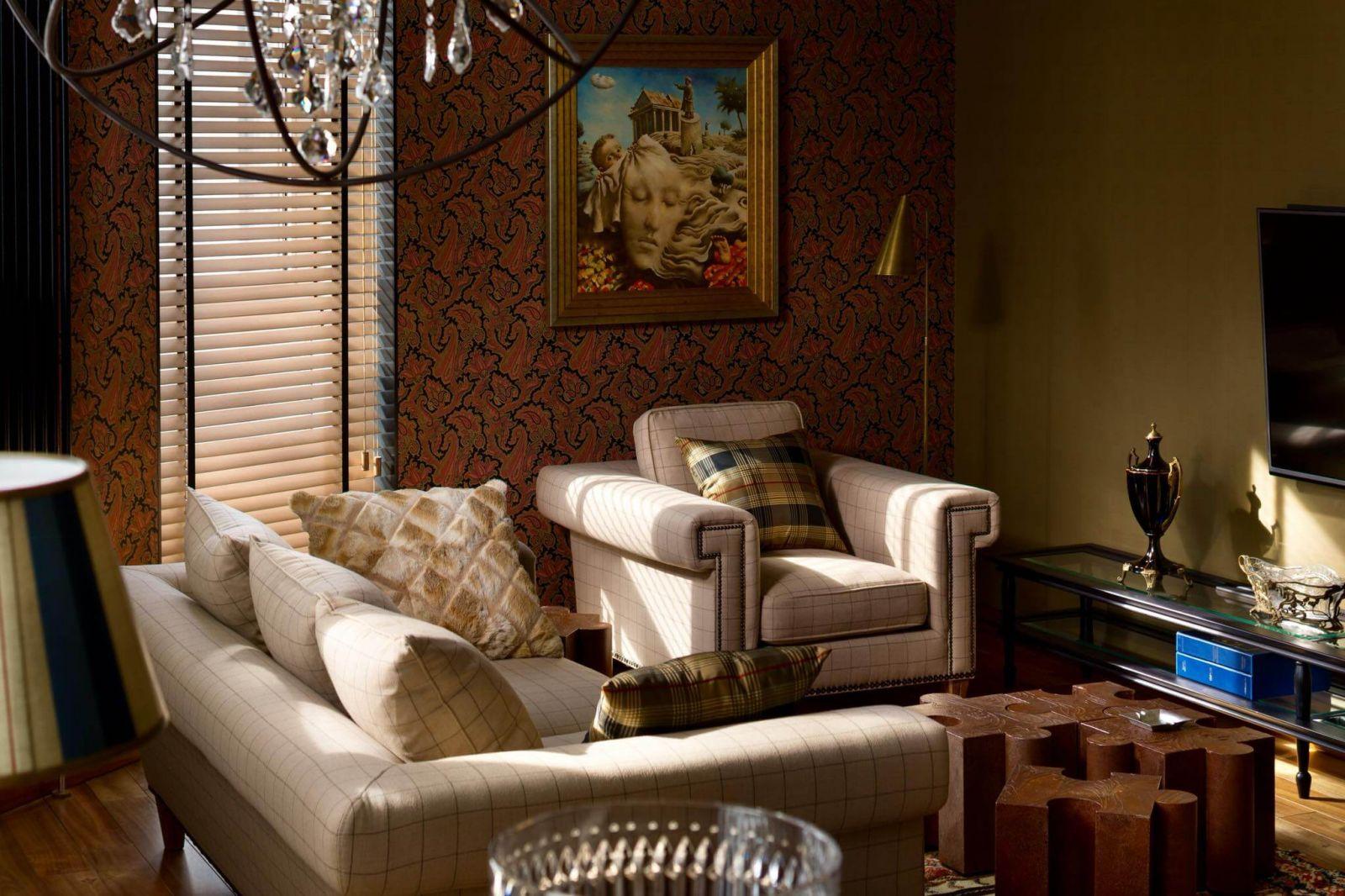Многие предметы мебели для этого интерьера были заказаны из США
